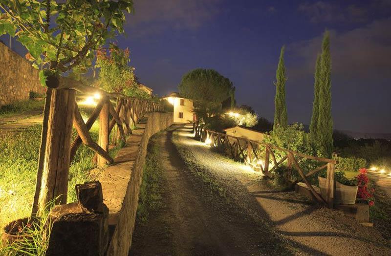 Oprijlaan trouwlocatie Agriturismo Le Mura Italië
