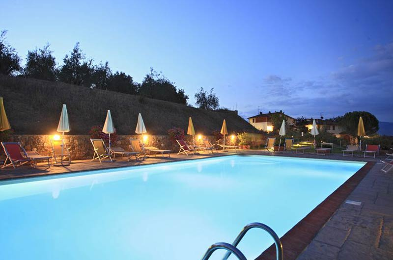 Verlicht zwembad trouwlocatie Toscane
