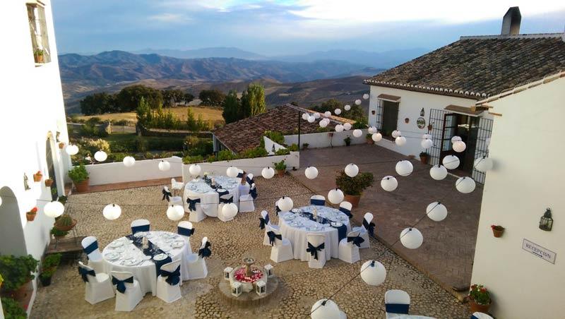 Diner binnenplaats trouwlocatie hotel Fuente del Sol in Spanje