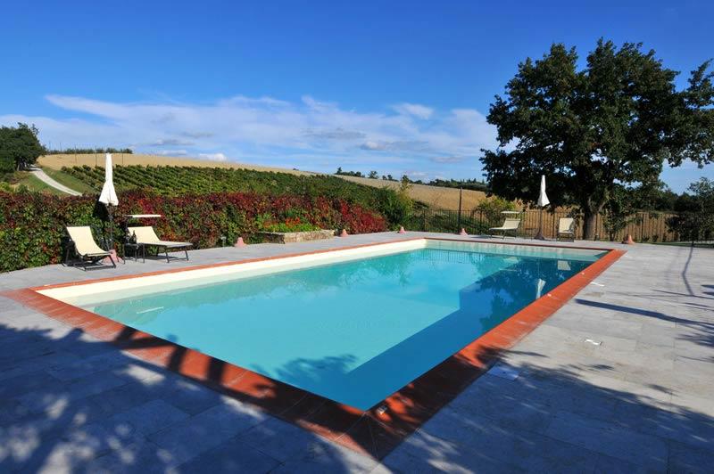 Zwembad trouwlocatie Lucciolaia in Toscane