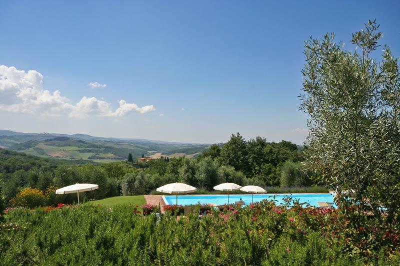 Zwembad met uitzicht trouwlocatie Podere il Pino in Italië