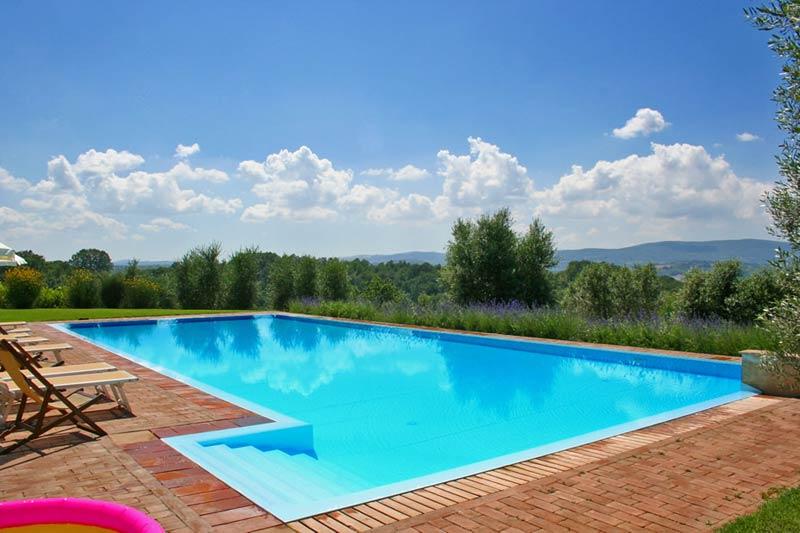 Zwembad van trouwlocatie Podere il Pino in Toscane