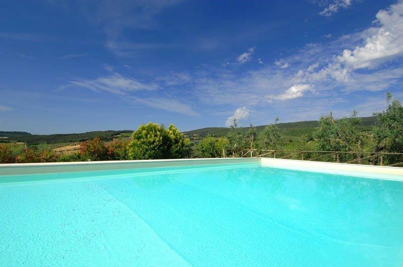 Zwembad en uitzicht trouwlocatie Italië