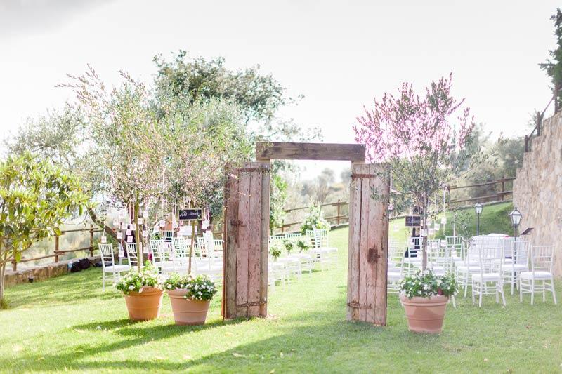 Oude deur ceremonie trouwlocatie in Toscane