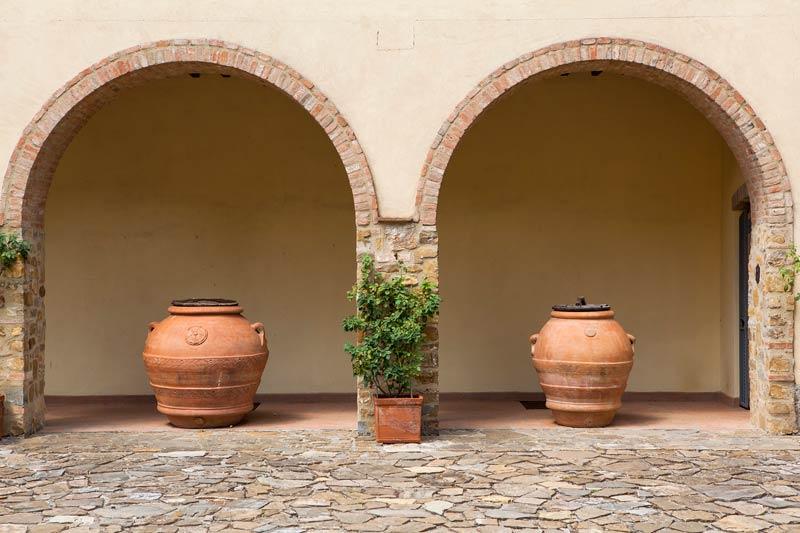 Binnenplaats bogen op trouwlocatie Quercia al Poggio in Toscane