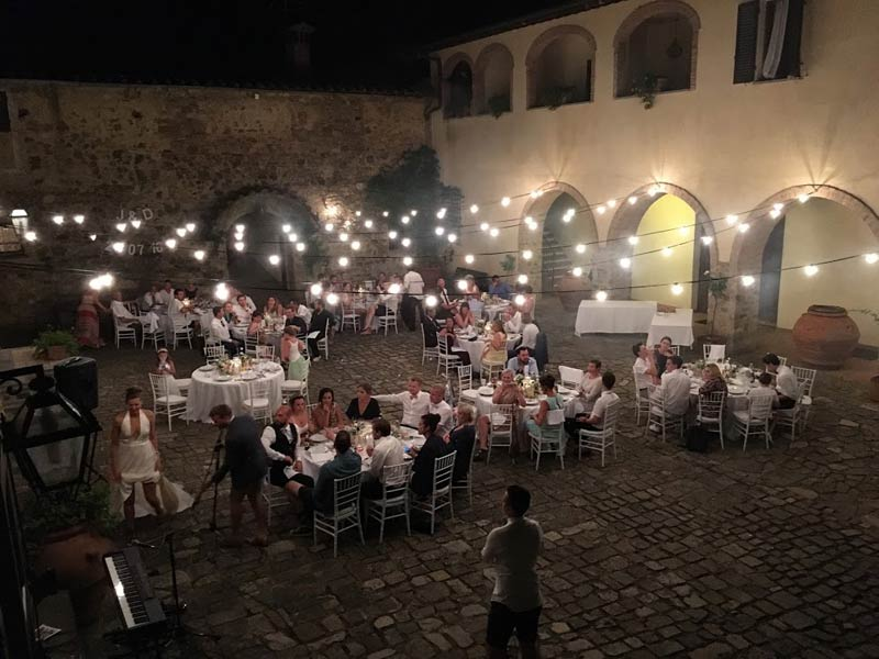 Diner binnenplaats trouwlocatie Quercia al Poggio in Toscane