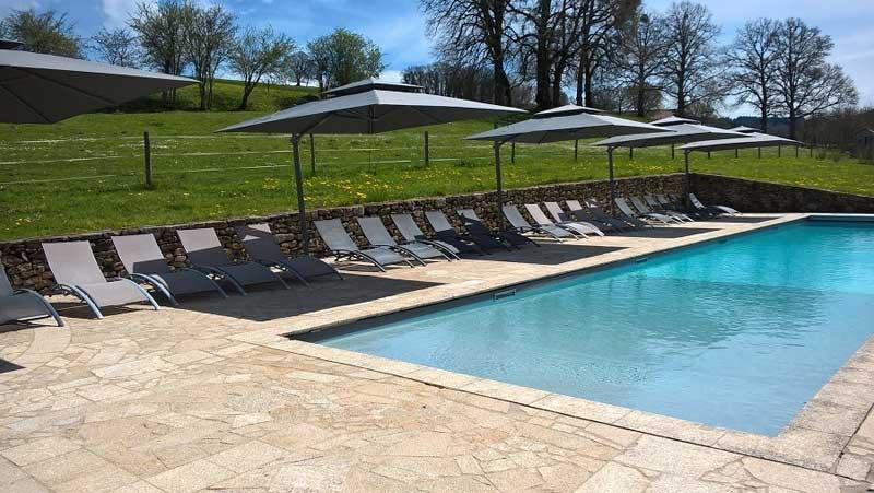 Zwembad trouwlocatie Abbaye du Palais in Frankrijk