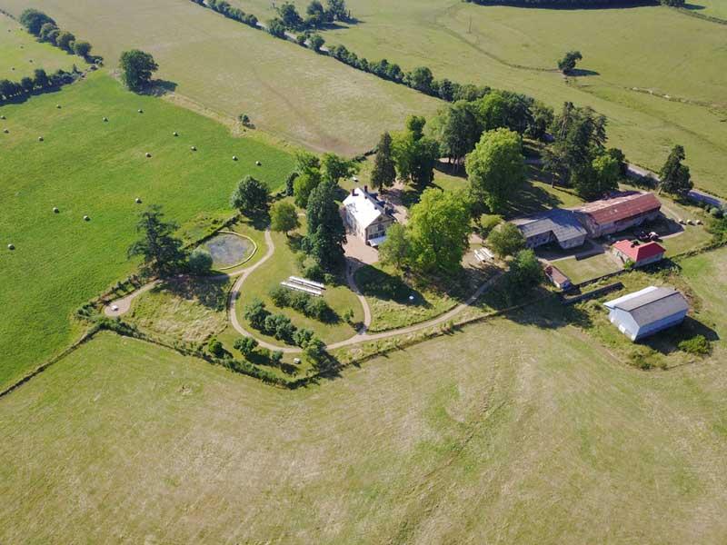 Overzichtsfoto trouwlocatie Domaine de Savigny in Frankrijk