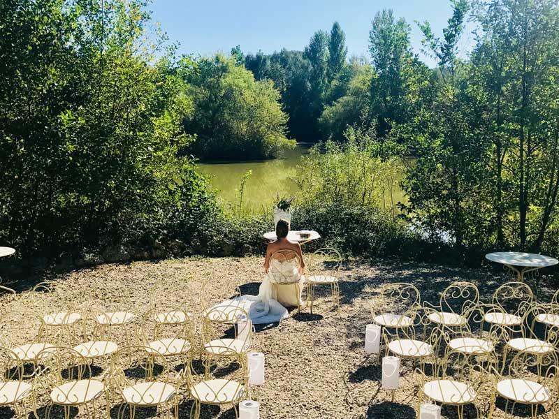 Ceremoniesetting van trouwlocatie Domaine la Douce in Frankrijk