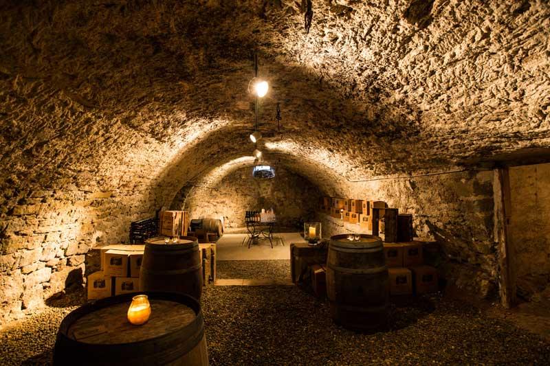Wijnkelder trouwlocatie Chateau de Blomac in Frankrijk