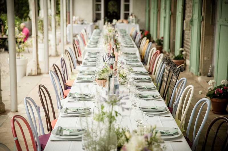 Tafelsetting trouwlocatie Chateau de Blomac in Frankrijk