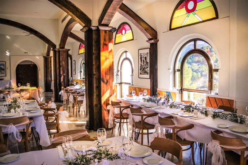 Restaurant binnen Castillo de Monda in Spanje