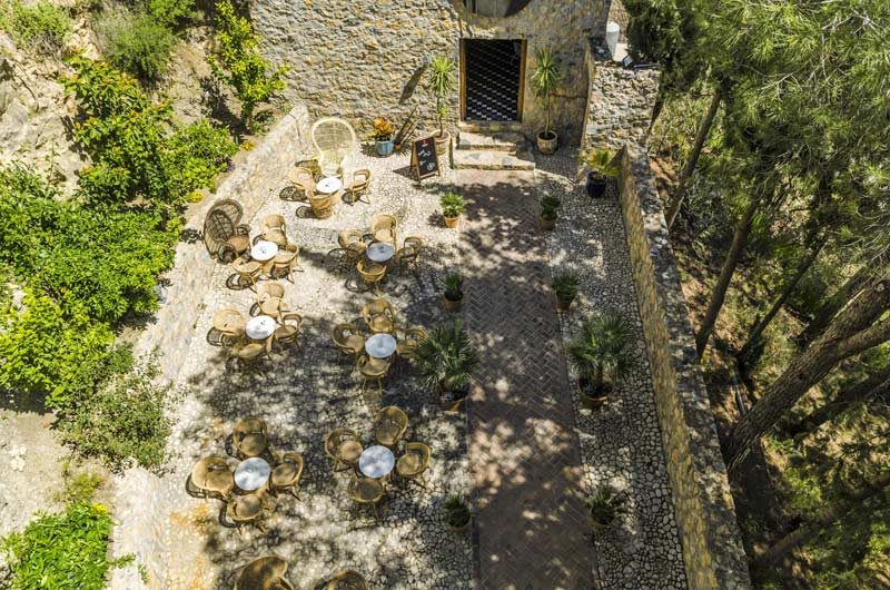 Ingang trouwocatie Castillo de Monda in Spanje