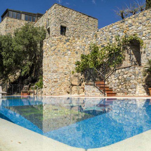 Zwembad trouwlocatie Castillo de Monda Spanje