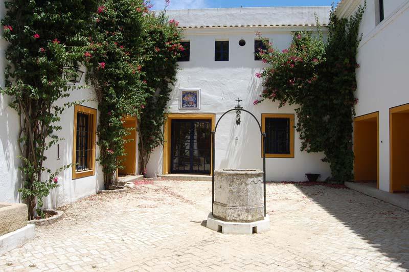 Kleine binnenplaats Cortijo El Esparragal in Spanje