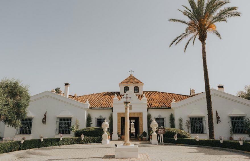 Voorkant trouwlocatie Finca Monasterio in Spanje