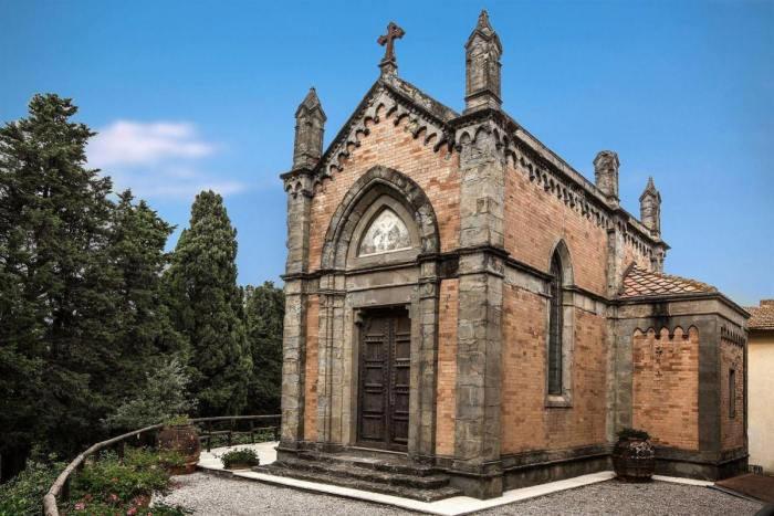 Buitenkant kapel trouwlocatie Tenuta Mocajo Italie