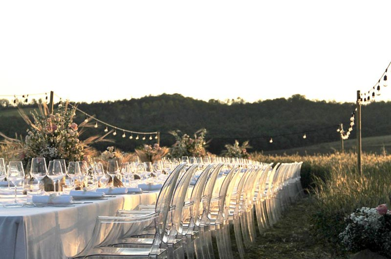 Trouwen in een korenveld bij Tenuta di Papena in Italie