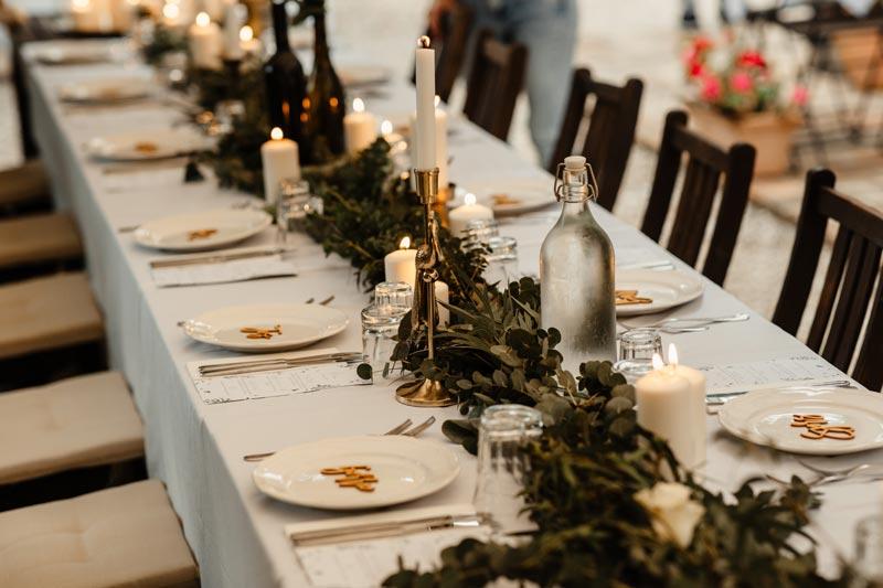 Gedekte tafel bij trouwlocatie Villa Marsi in Italië