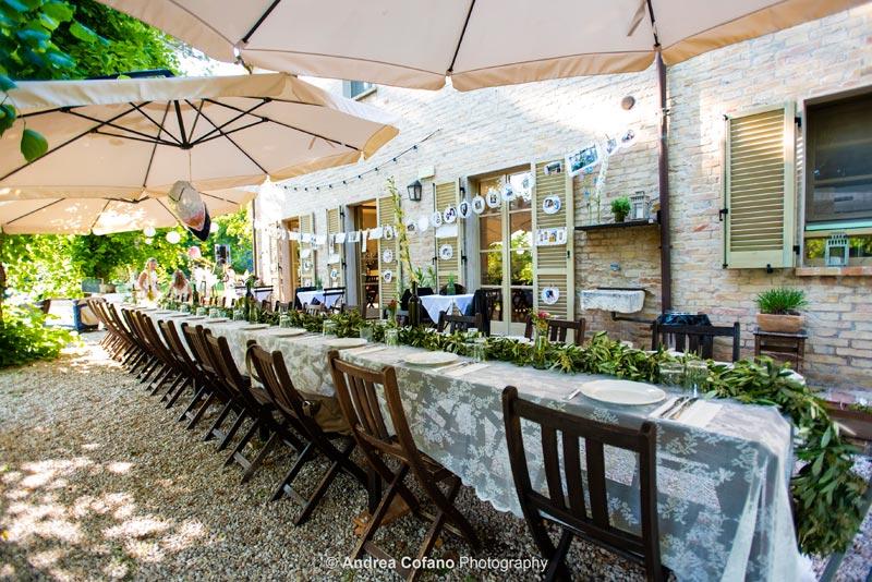 Gedekte tafel bij Villa Marsi in Italie