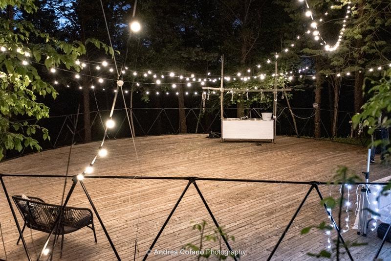 Platform in het bos bij trouwlocatie Villa Marsi in Italie
