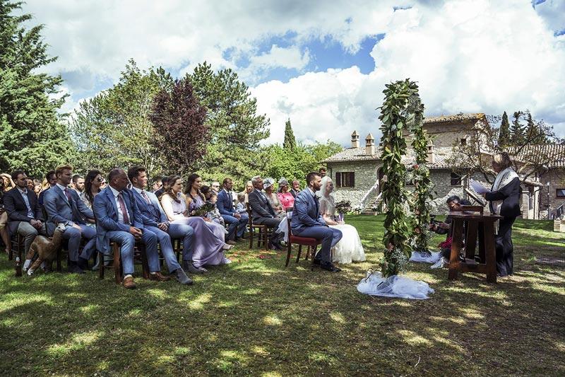 Ceremonie trouwlocatie Villamena in Italie