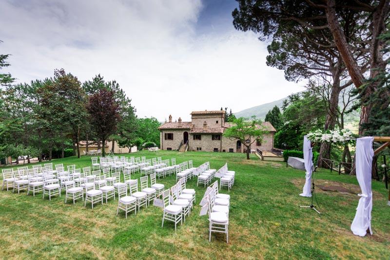 Ceremoniesetting tuin Villamena in Italie