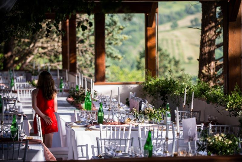 Diner setting trouwlocatie Villamena in Italie
