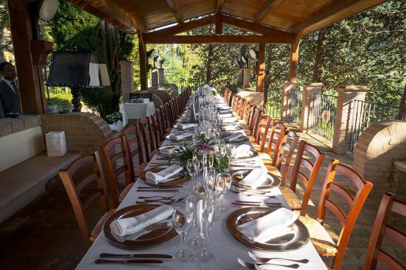 Diner bij Villamena in Italie