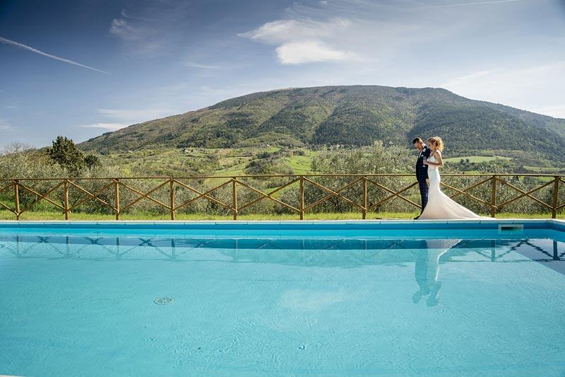 Zwembad trouwlocatie Villamena in Italie