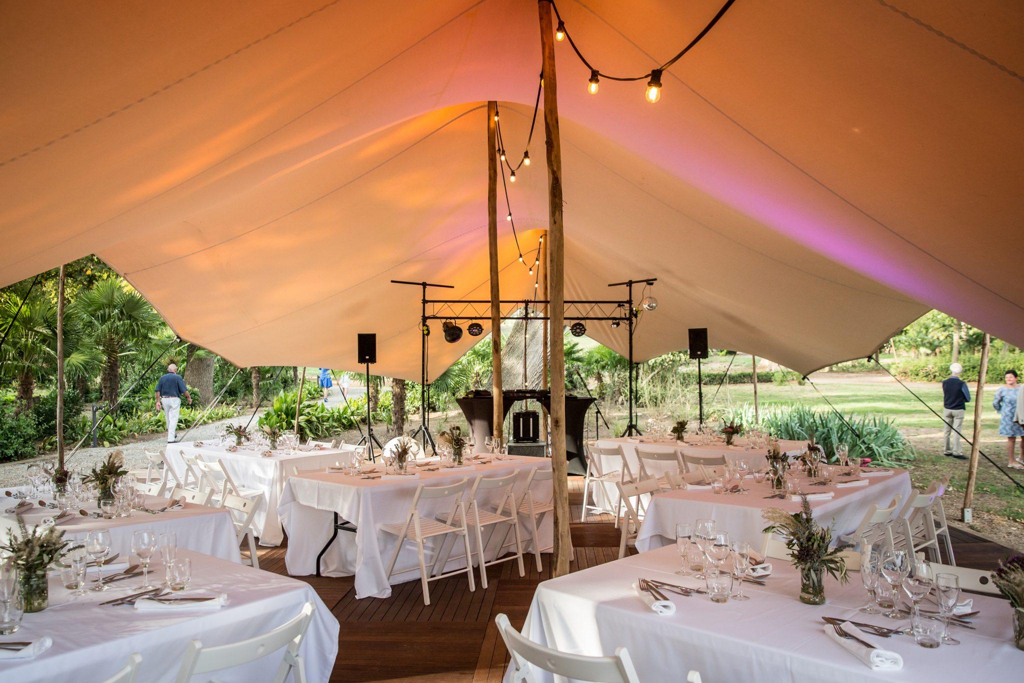 Stretchtent trouwlocatie Chateau de Blomac Frankrijk