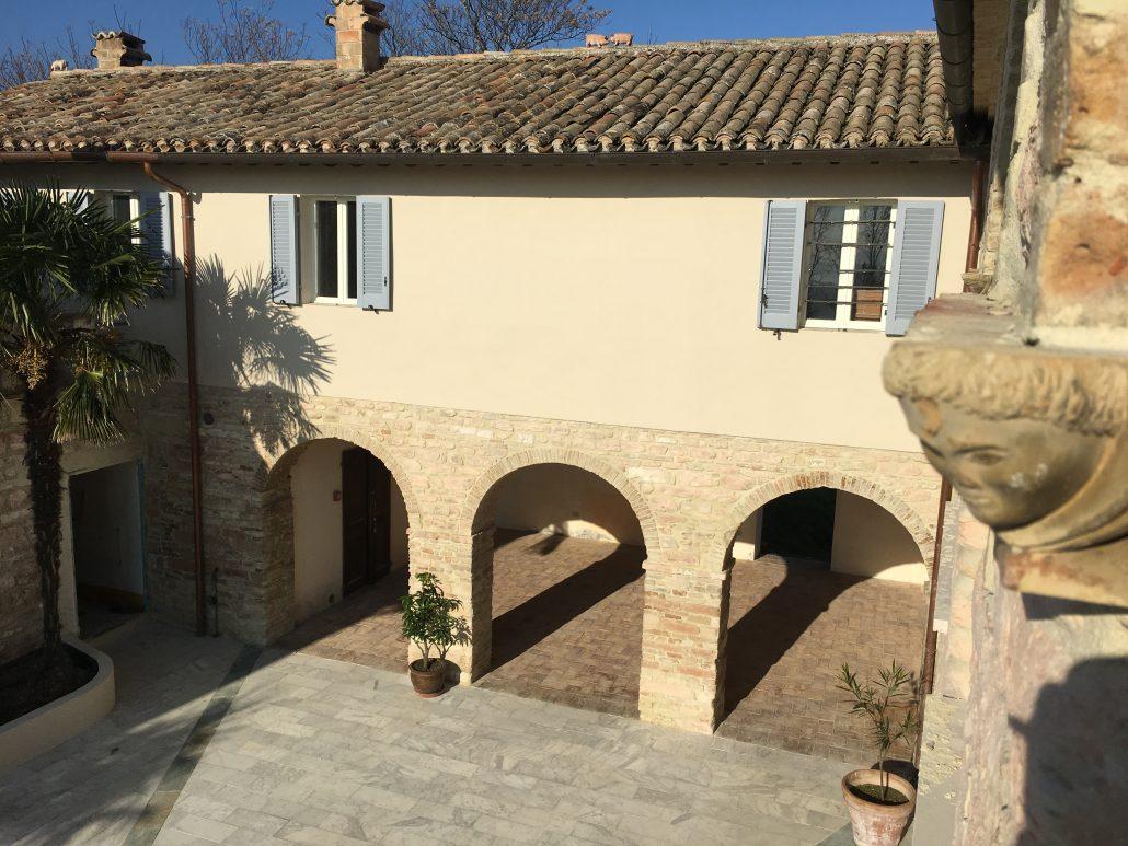 Binnenplaats trouwlocatie Le Stonghe Italie